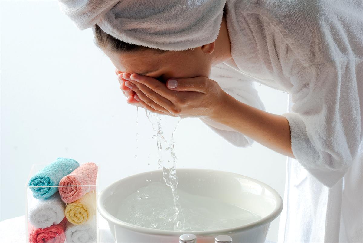lavando_o_rosto